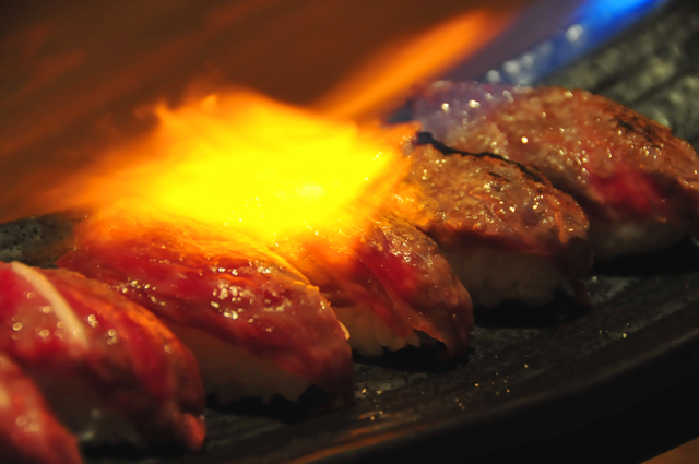 大人気!!石垣牛のあぶり寿司